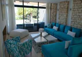 Villa à  de 300 m²