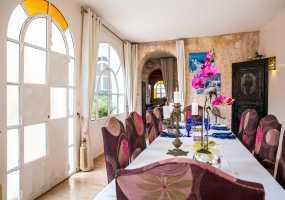 Villa à  de 350 m²